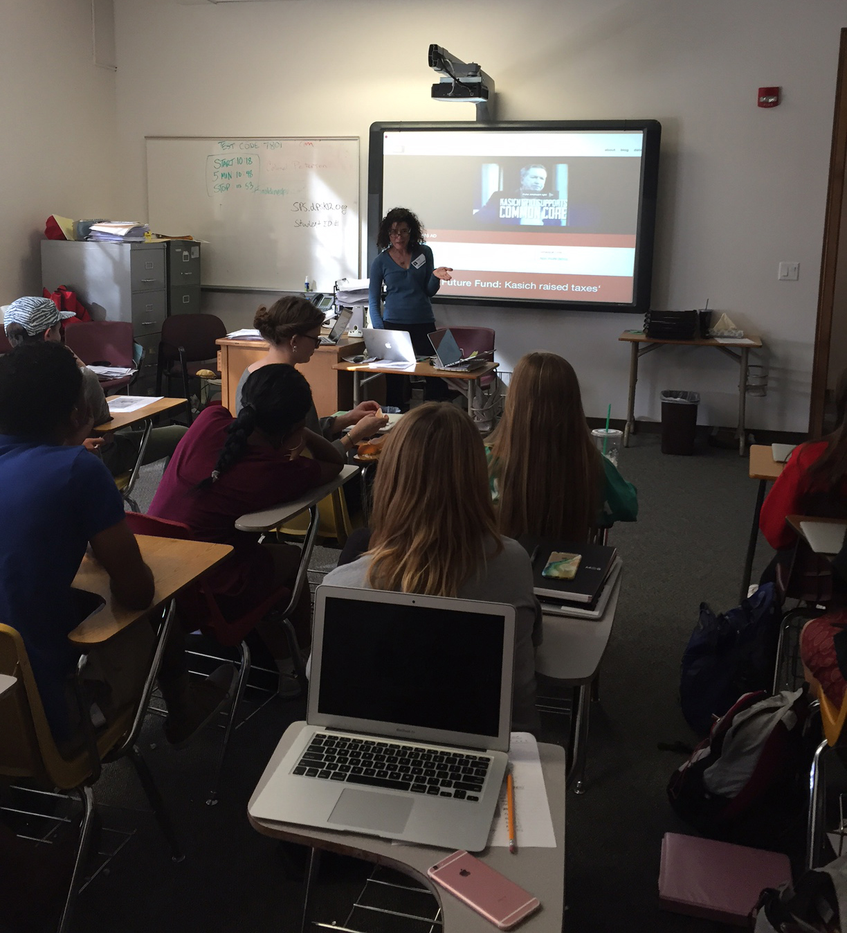 Nancy Watzman digs into Political TV Ad Archive data with AP history students at East High School in Denver